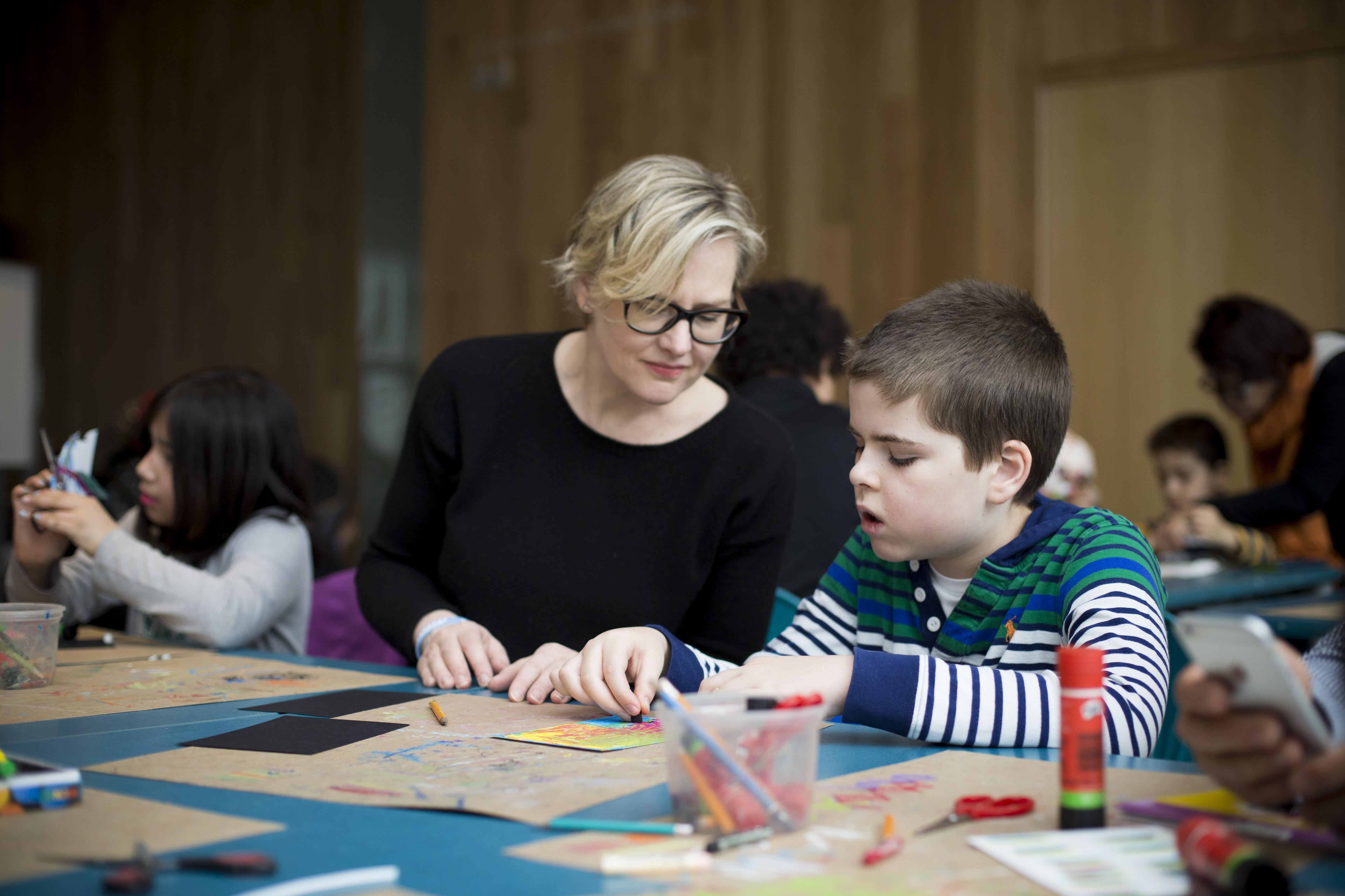 PHOTO SARAH MONGEAU-BIRKETT POUR MOISSON MONTREAL - APRIL 8, 2017 - 8 AVRIL 2017 - Dans le cadre de la campagne LA GRANDE RECOLTE POUR LES ENFANTS, des familles participent aux ateliers de bricolage lors de la Journee des Enfants au Musee des Beaux Arts de Montreal - et les medias se sont rendus au Musee pour une conference de presse.